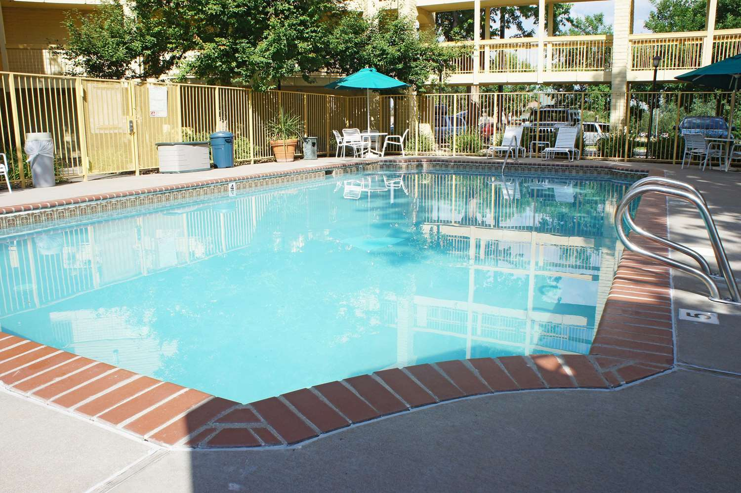 Pool - La Quinta Inn Northglenn Westminster