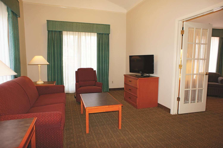 Suite - La Quinta Inn Bakersfield