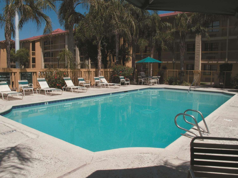 Pool - La Quinta Inn Bakersfield