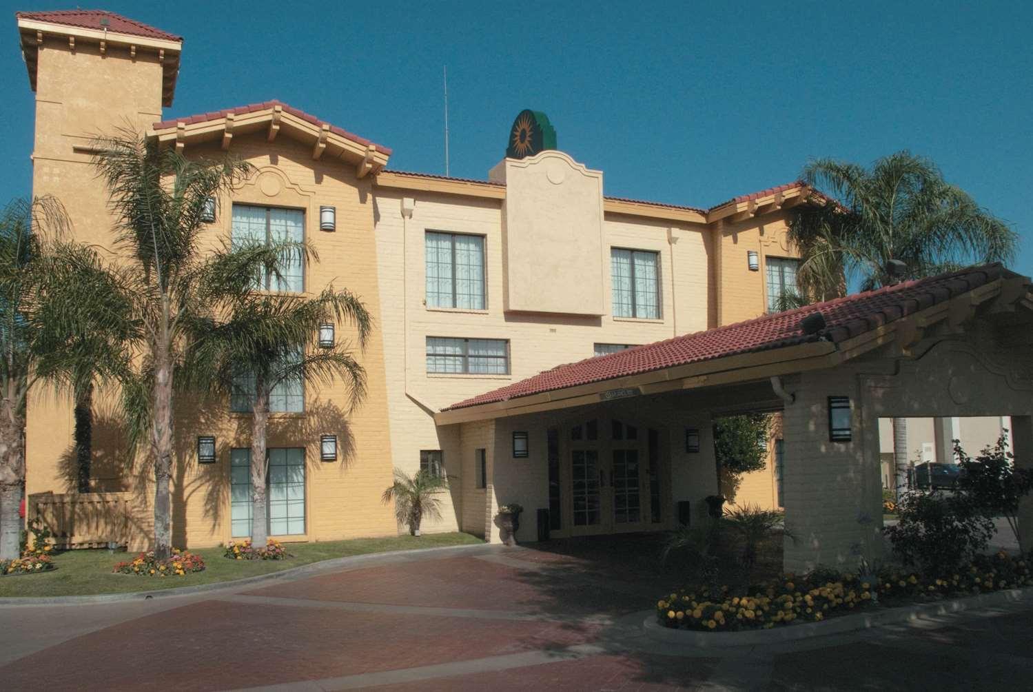 Exterior view - La Quinta Inn Bakersfield