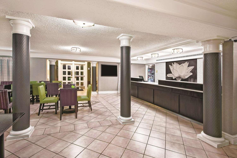 Lobby - La Quinta Inn North The Woodlands