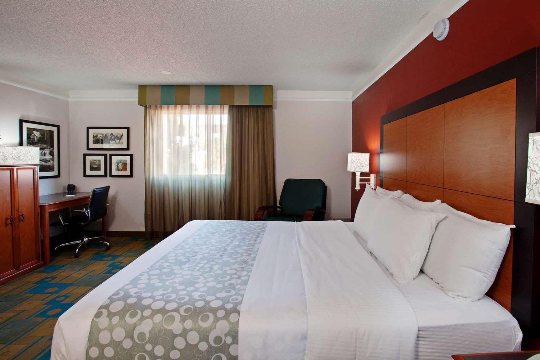 Room - La Quinta Inn & Suites Spectrum Irvine