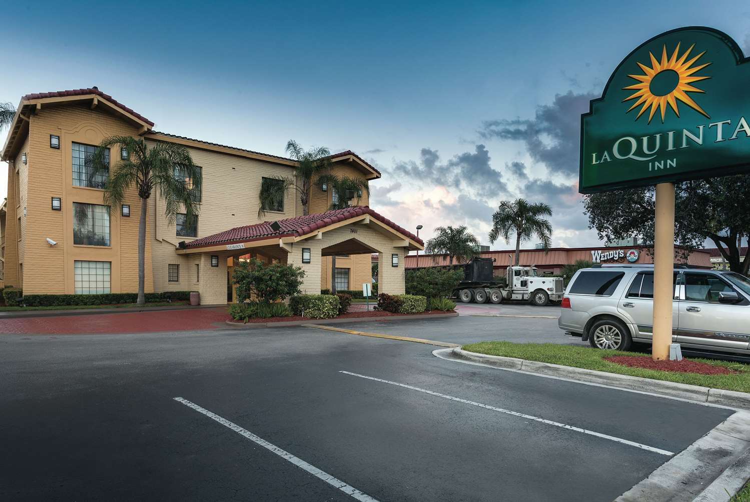 Exterior view - La Quinta Inn Airport North Miami