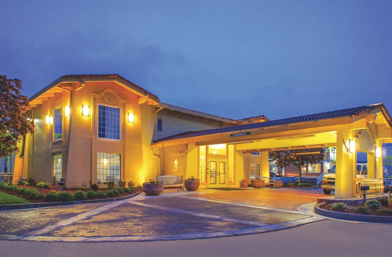 Exterior view - La Quinta Inn Airport Moline
