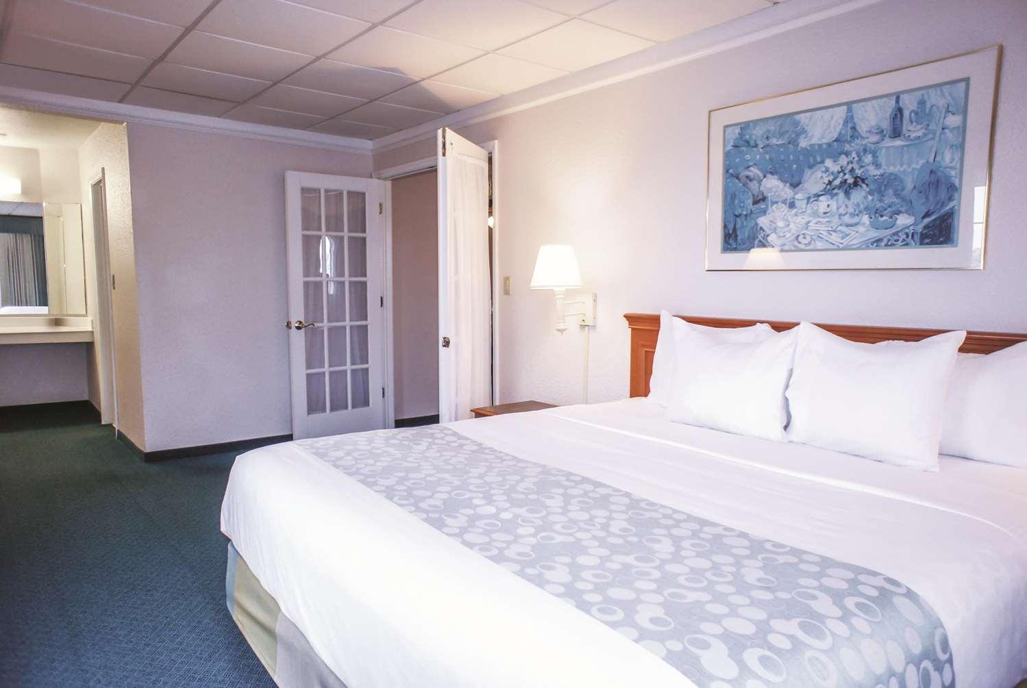 Suite - La Quinta Inn Airport Moline