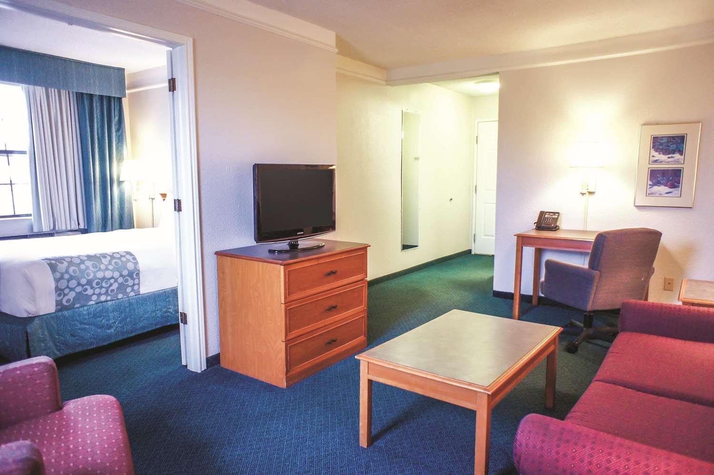 Room - La Quinta Inn Airport Moline