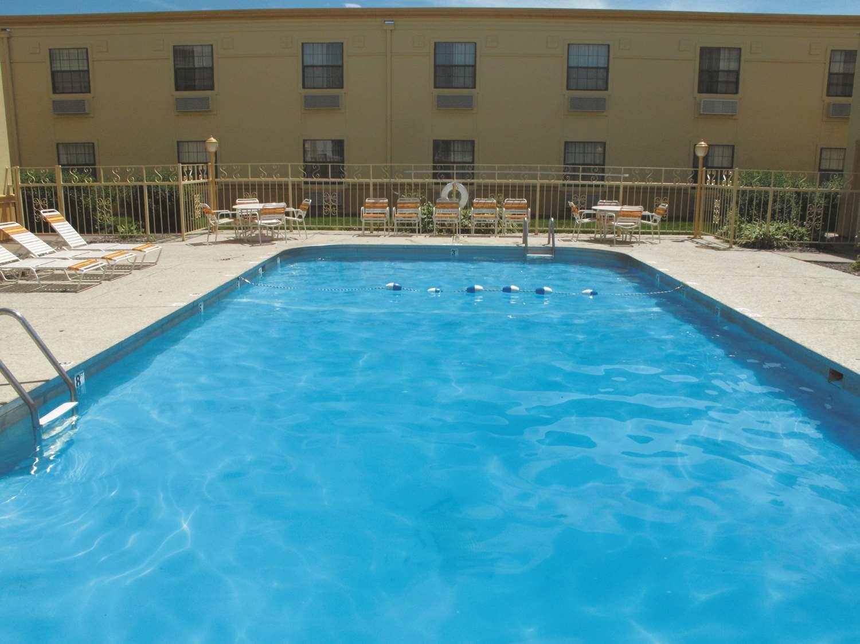 Pool - La Quinta Inn Airport Moline