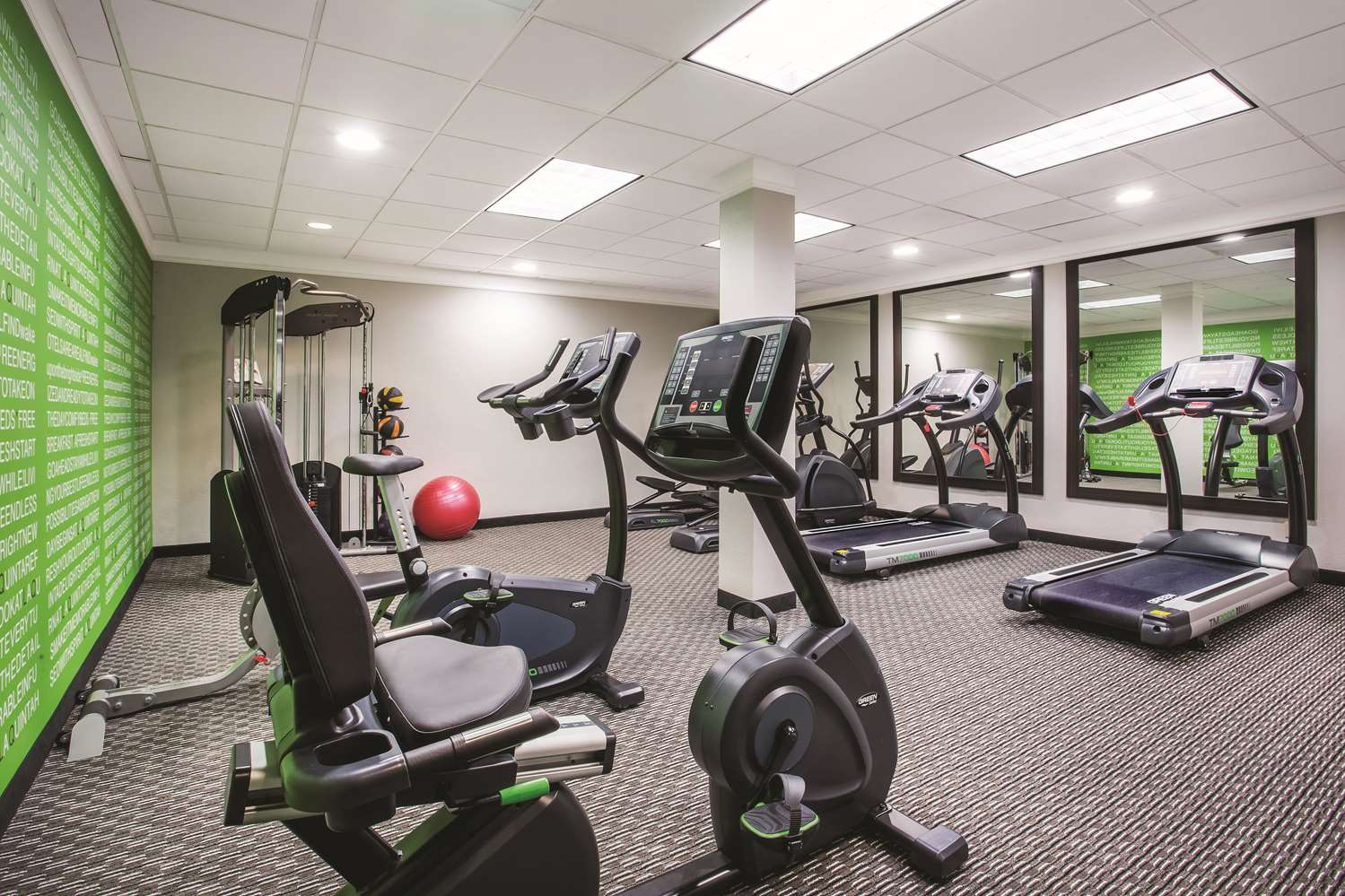 Fitness/ Exercise Room - La Quinta Inn Kirkland