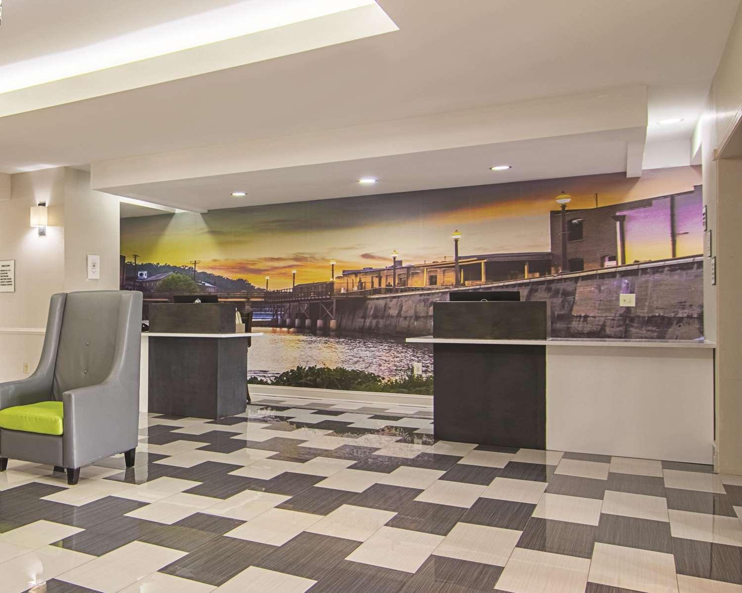 Lobby - La Quinta Inn & Suites Prattville