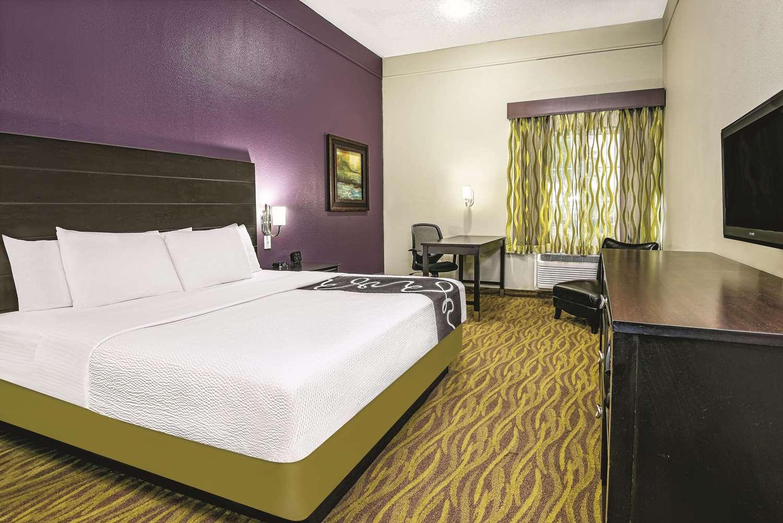Room - La Quinta Inn & Suites Airport Laredo
