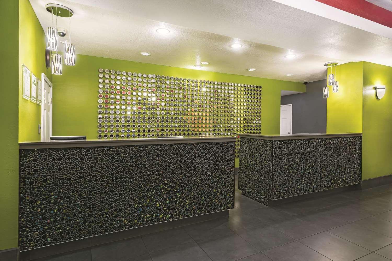 Lobby - La Quinta Inn & Suites Airport Laredo