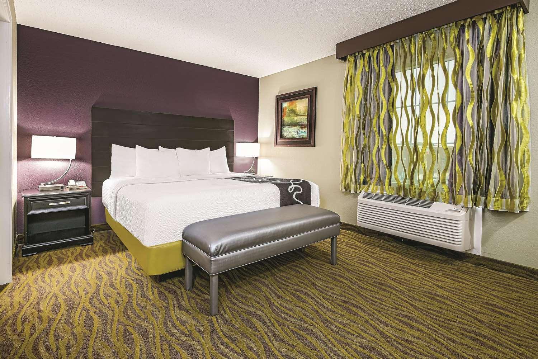 Suite - La Quinta Inn & Suites Airport Laredo