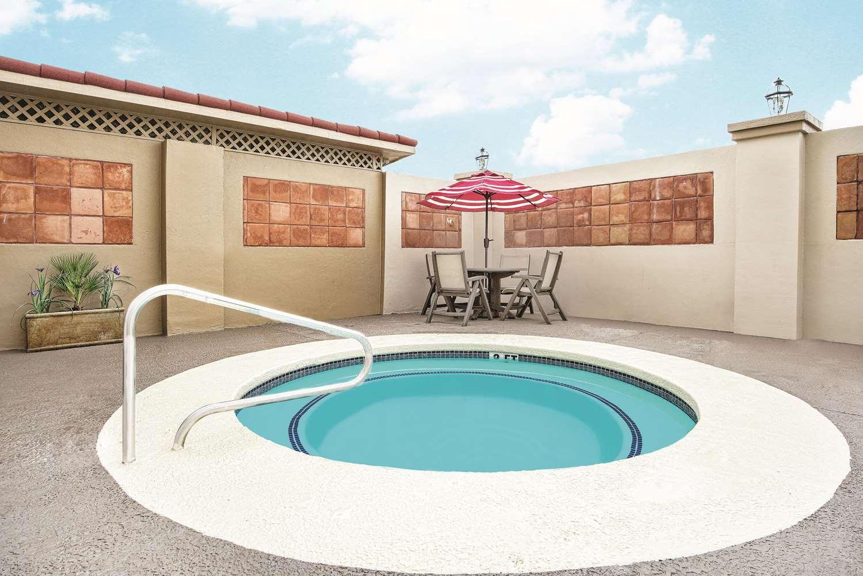 Pool - La Quinta Inn & Suites Airport Laredo