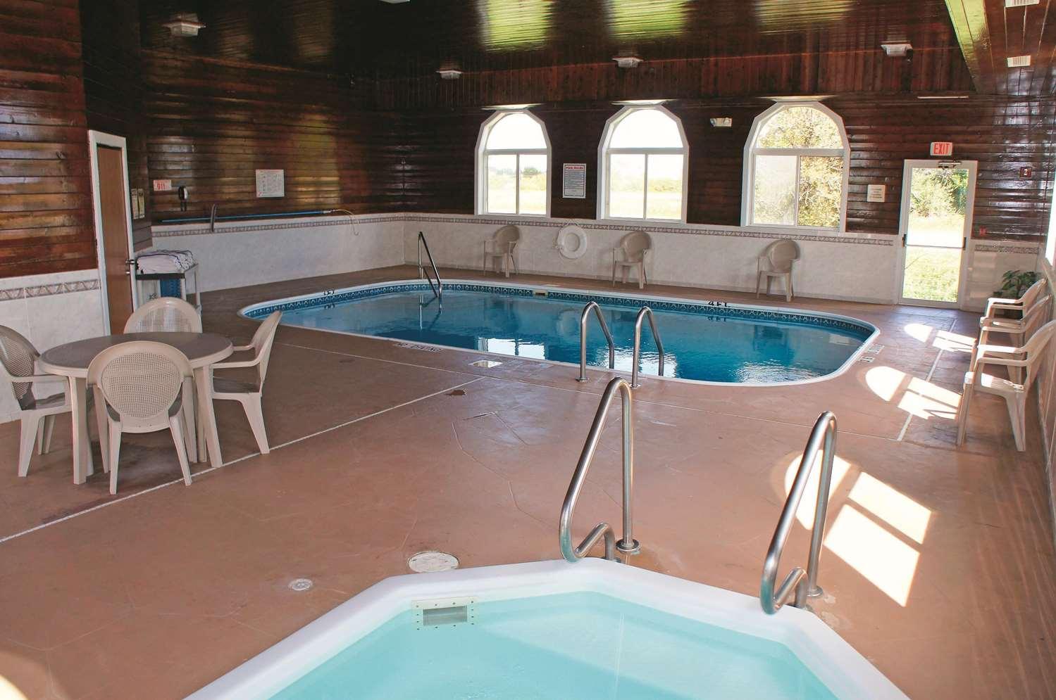Pool - La Quinta Inn Peru