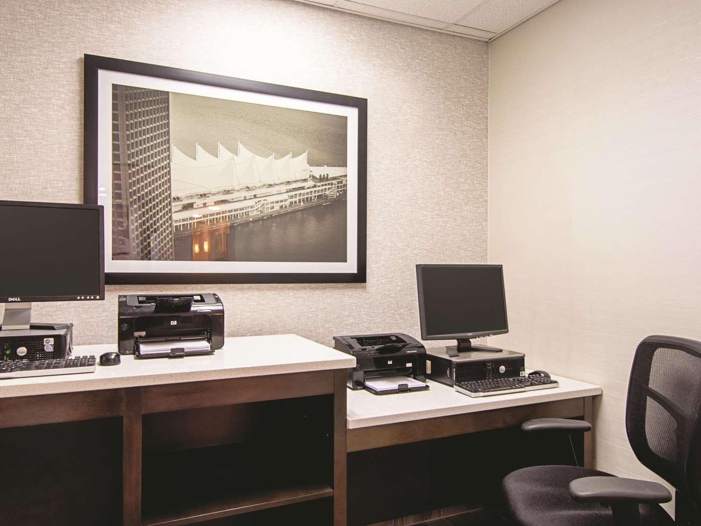 Conference Area - La Quinta Inn Airport Vancouver Richmond