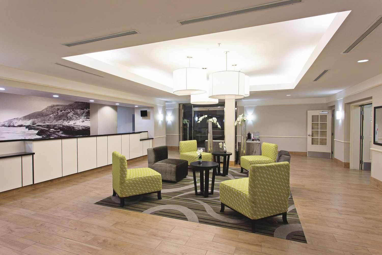 Lobby - La Quinta Inn & Suites Stevenson Ranch