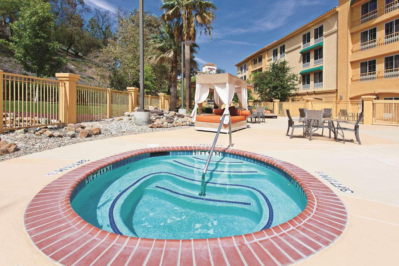 Pool - La Quinta Inn & Suites Stevenson Ranch