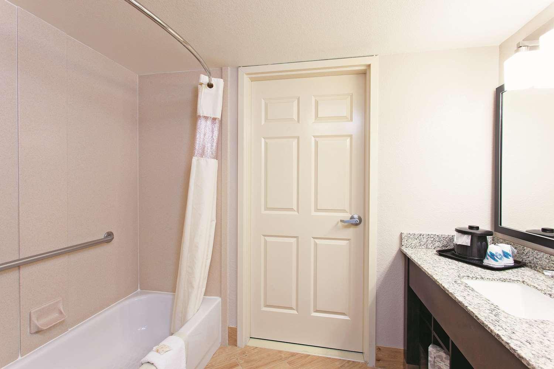 Room - La Quinta Inn & Suites Stevenson Ranch