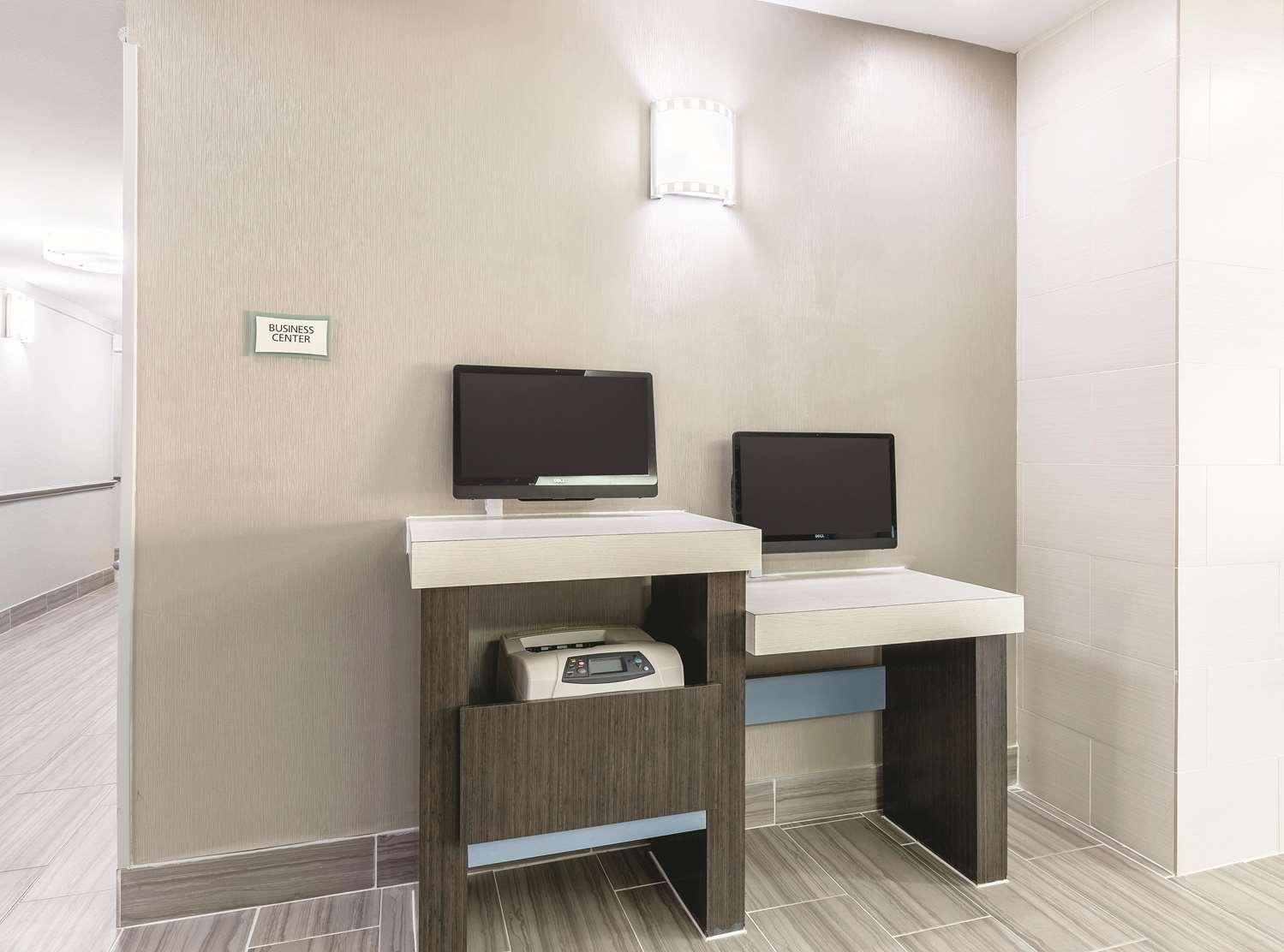 Conference Area - La Quinta Inn & Suites Webster