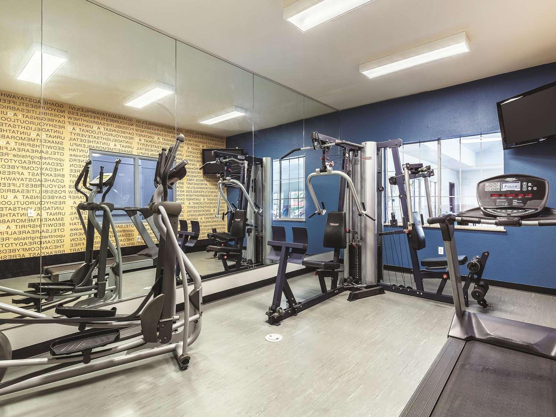 Fitness/ Exercise Room - La Quinta Inn & Suites Webster