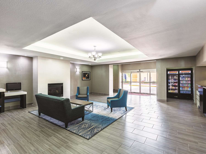 Lobby - La Quinta Inn & Suites Webster