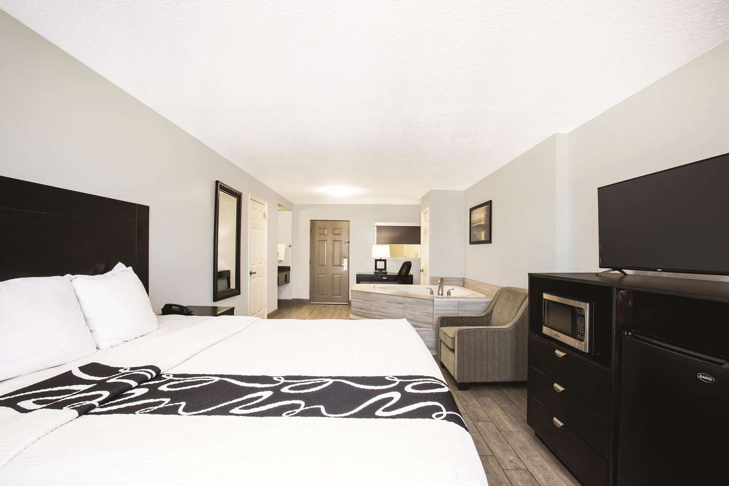 Suite - La Quinta Inn & Suites Daytona Beach