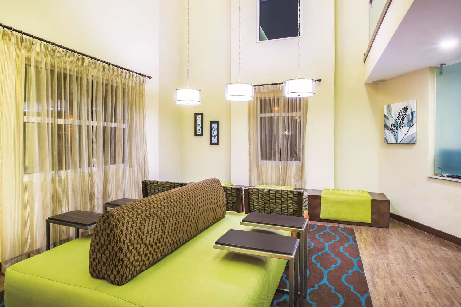 Lobby - La Quinta Inn & Suites Daytona Beach