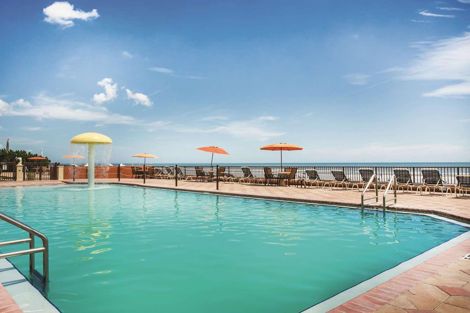 Pool - La Quinta Inn & Suites Daytona Beach