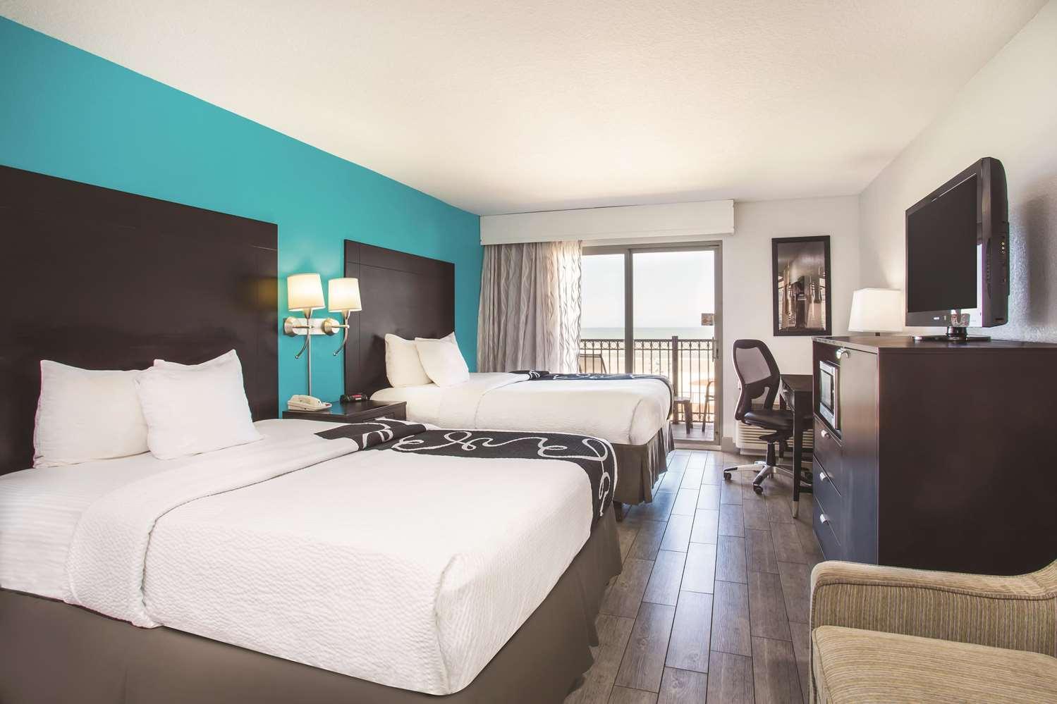 Room - La Quinta Inn & Suites Daytona Beach