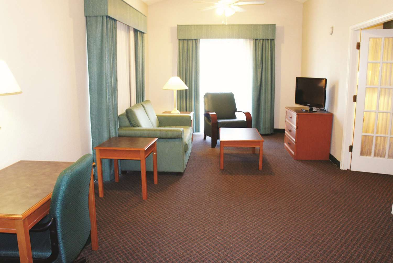Suite - La Quinta Inn Lenexa