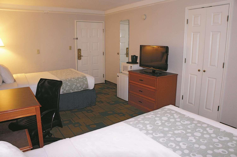 Room - La Quinta Inn Lenexa