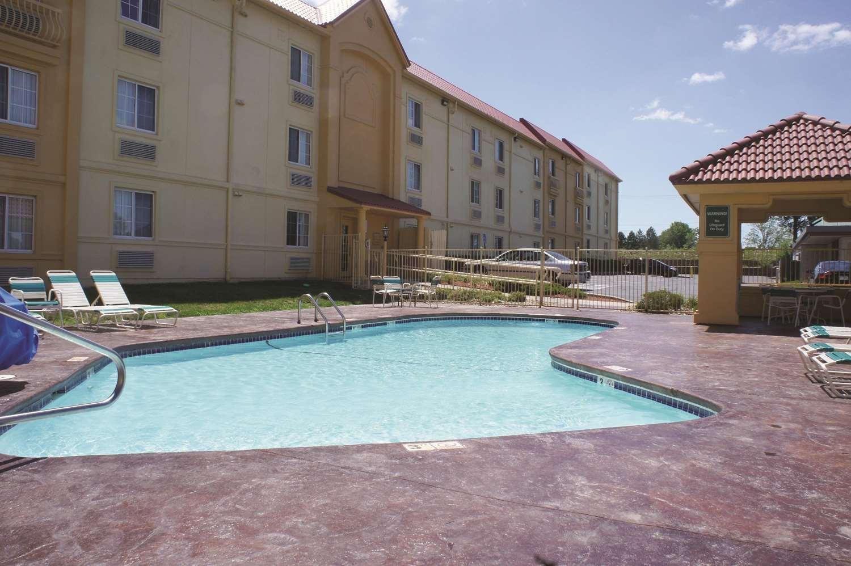 Pool - La Quinta Inn Lenexa
