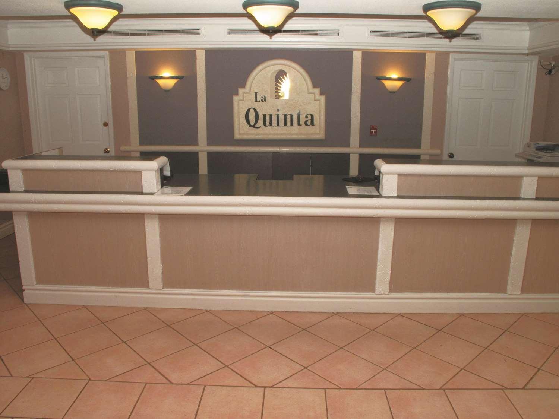 Lobby - La Quinta Inn Lenexa