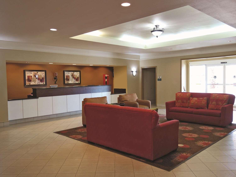 Lobby - La Quinta Inn & Suites Seguin