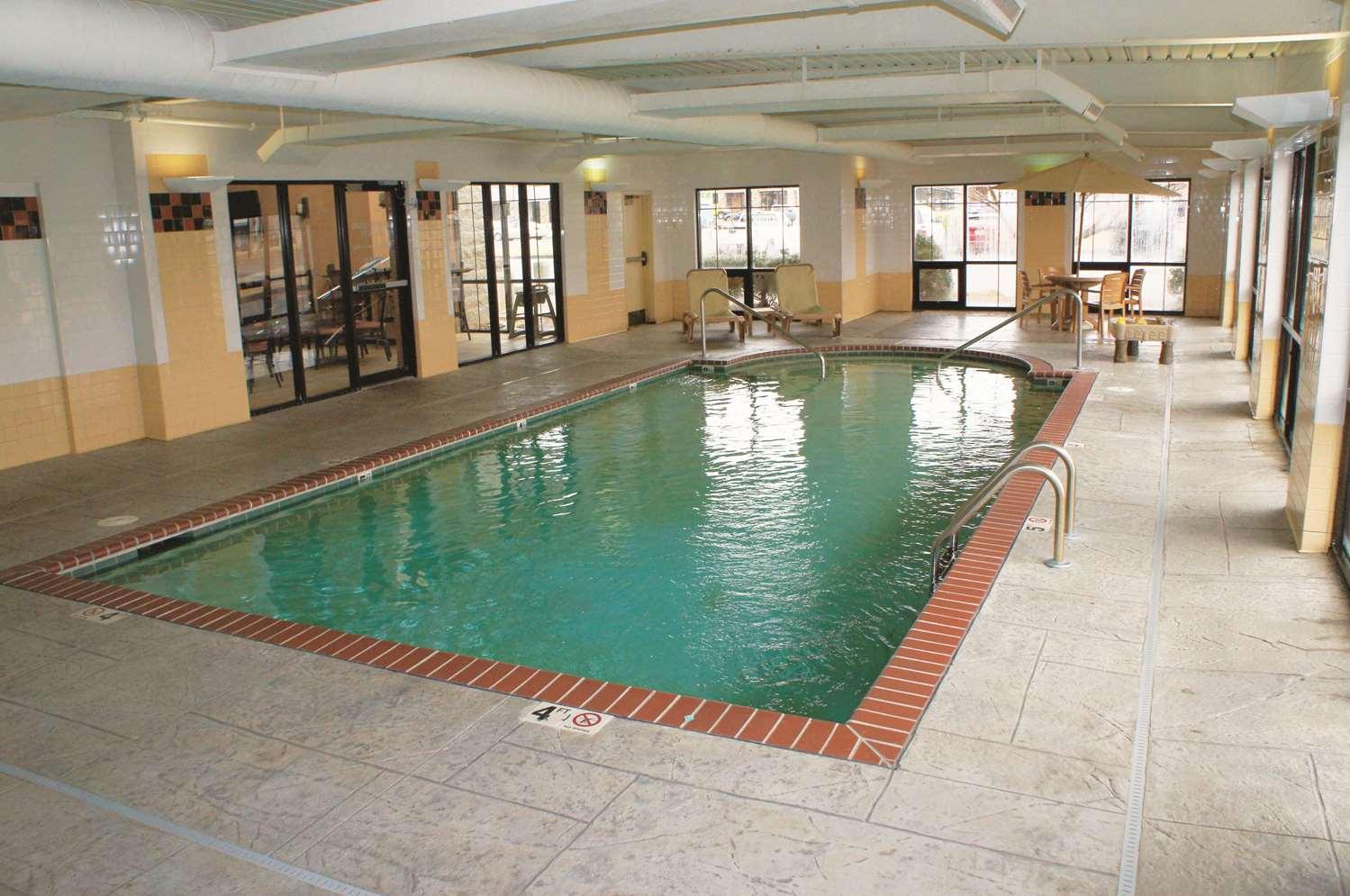 Pool - La Quinta Inn Southwest Springfield