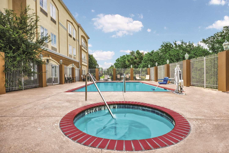 Pool - La Quinta Inn & Suites Stephenville