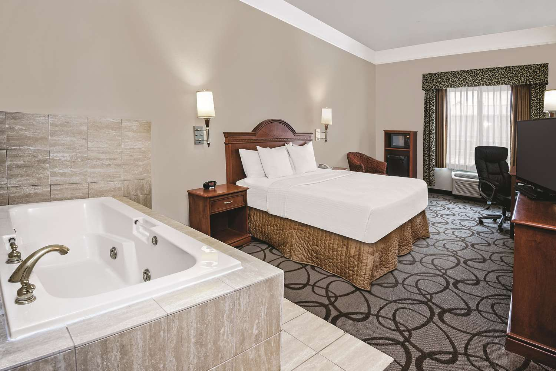 Room - La Quinta Inn & Suites Stephenville