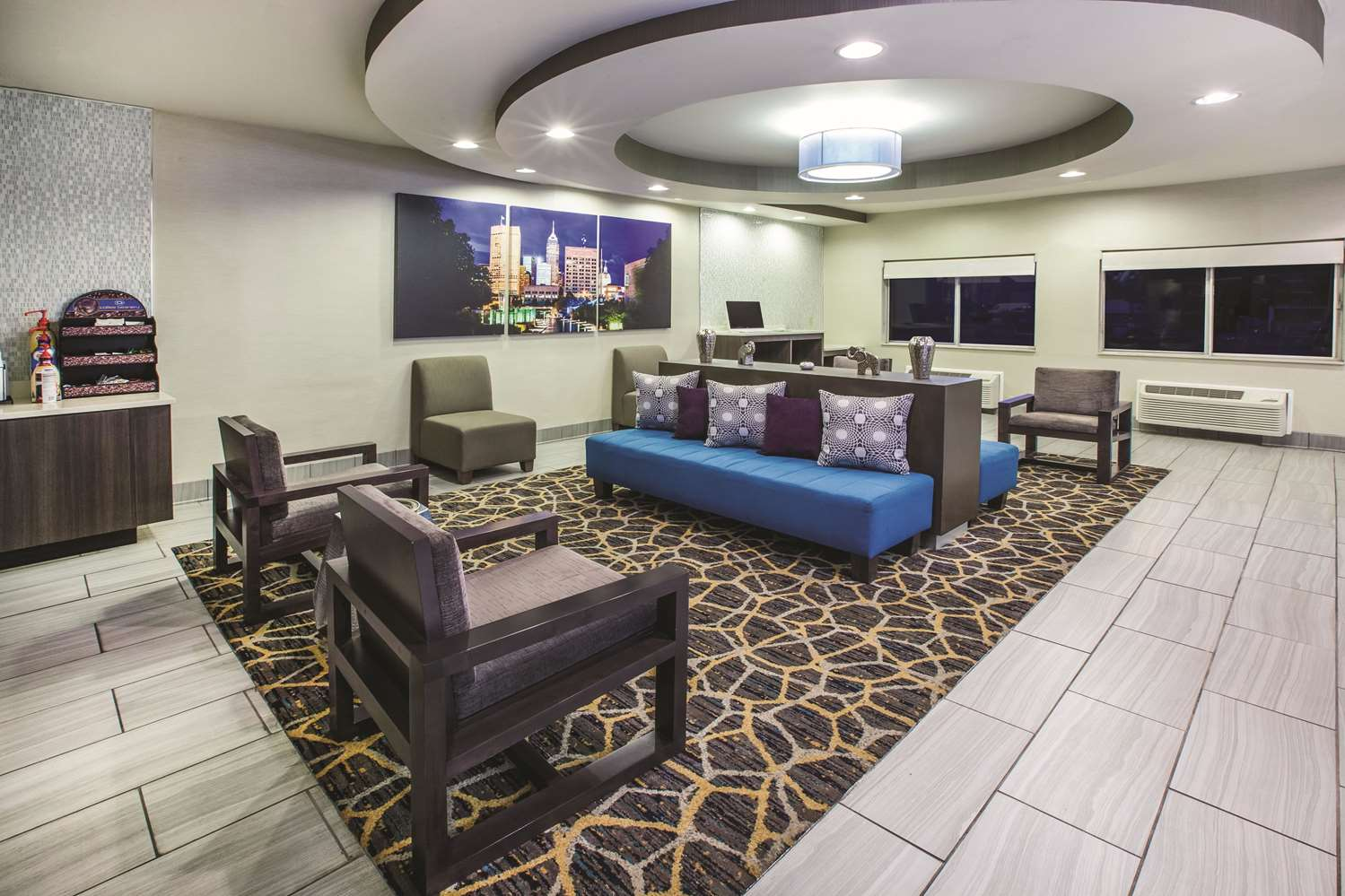 Lobby - La Quinta Inn North Indianapolis
