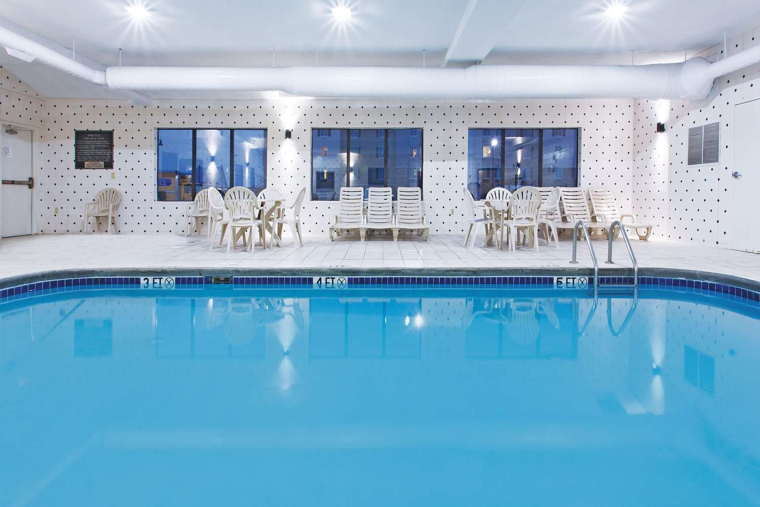 Pool - La Quinta Inn Grove City
