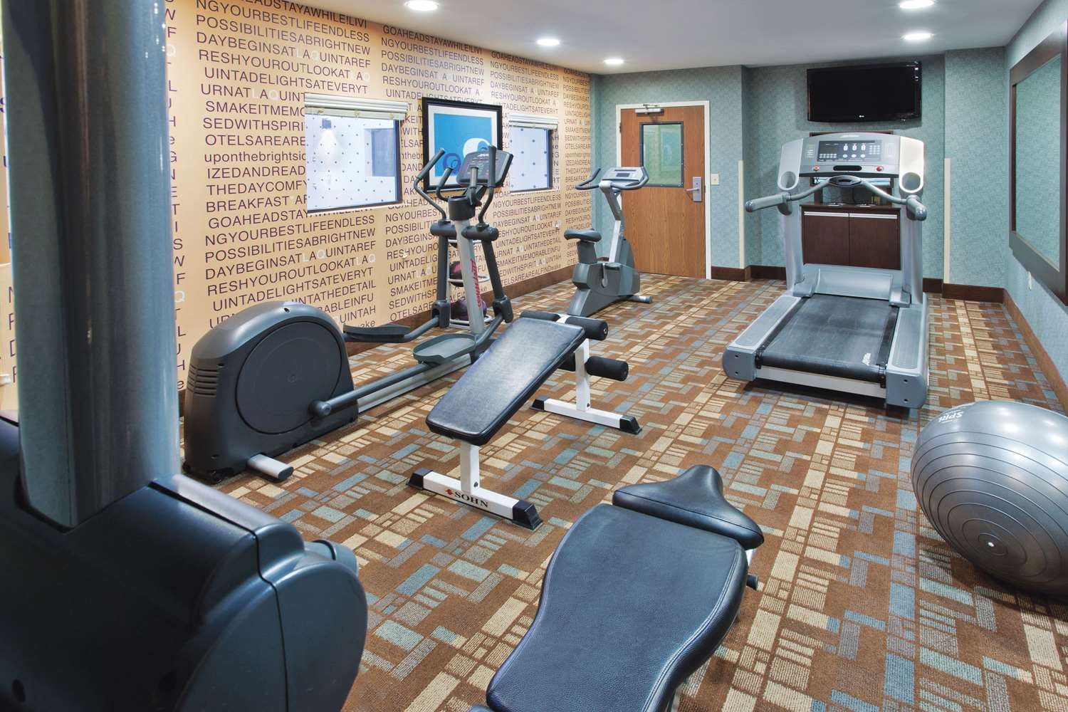 Fitness/ Exercise Room - La Quinta Inn Grove City