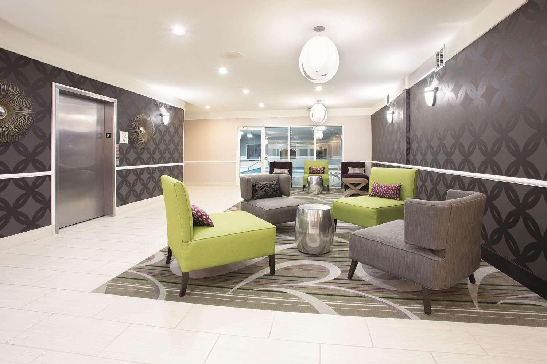 Lobby - La Quinta Inn & Suites Roswell