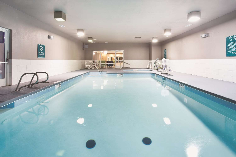 Pool - La Quinta Inn & Suites Roswell