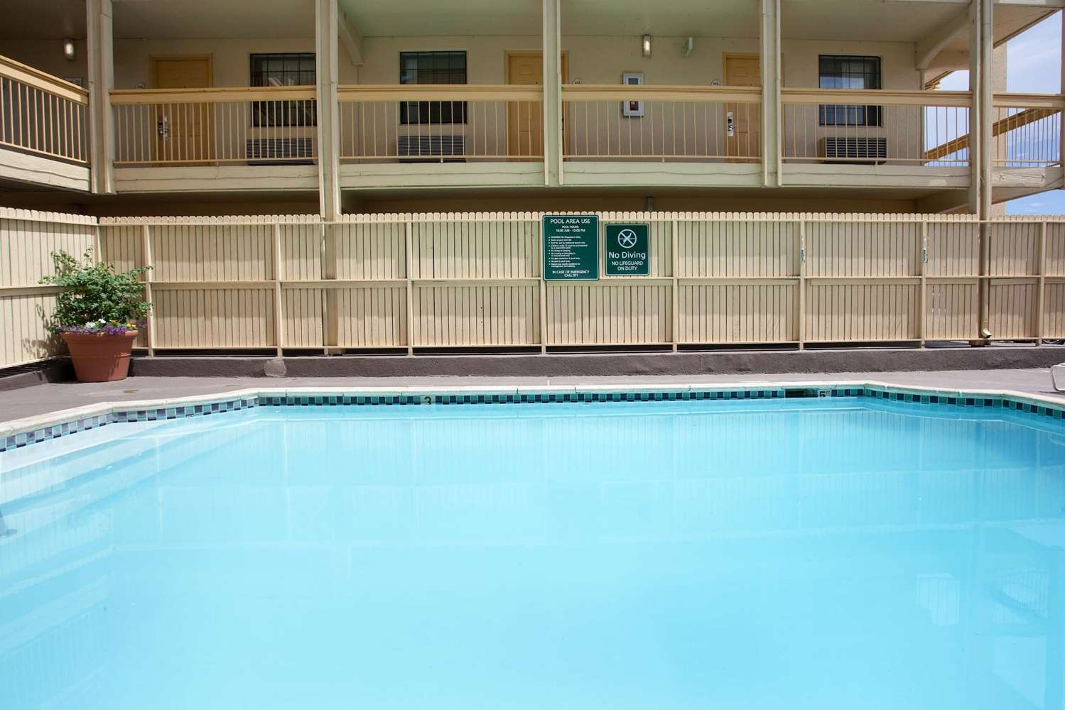 Pool - La Quinta Inn North Denver