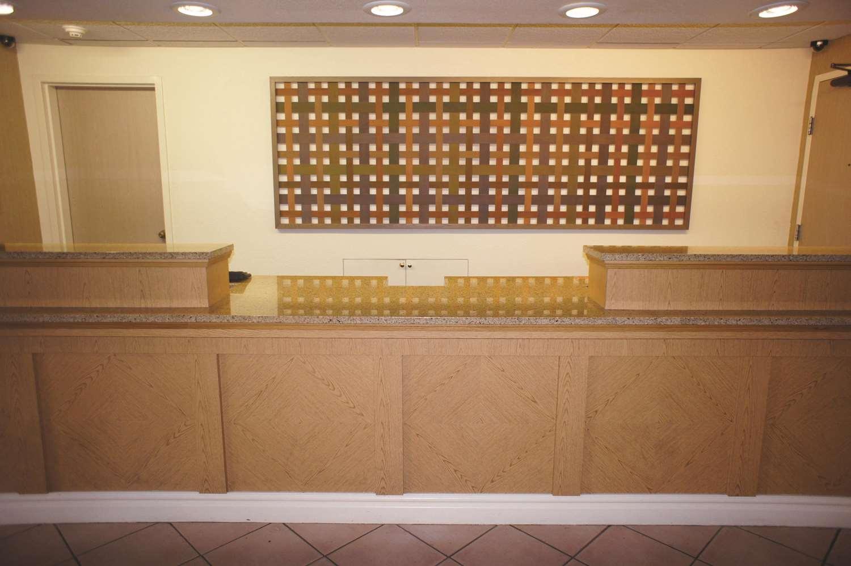 Lobby - La Quinta Inn & Suites Round Rock