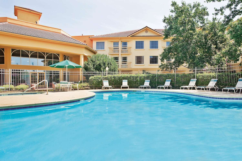 Pool - La Quinta Inn & Suites Macon