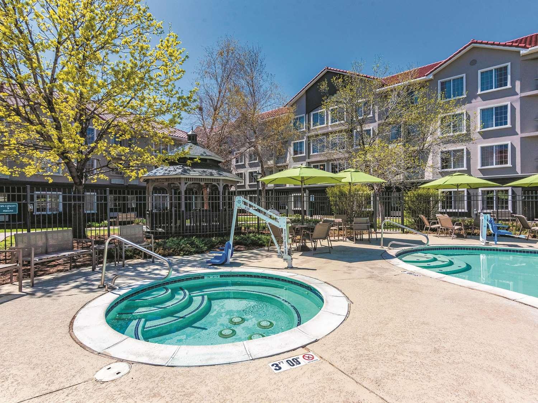 Pool - La Quinta Inn & Suites Tech Center Englewood