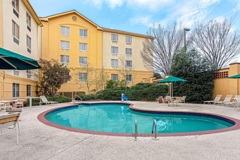 Pool - La Quinta Inn & Suites Homewood