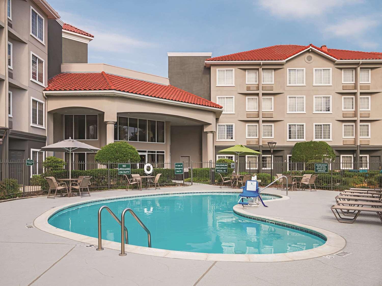 Pool - La Quinta Inn & Suites North Fort Worth