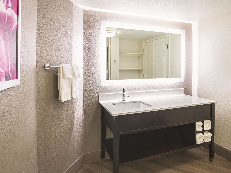 Suite - La Quinta Inn & Suites North Fort Worth