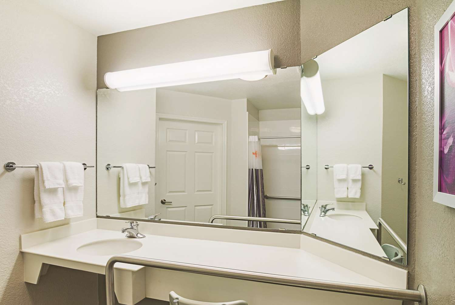 Room - La Quinta Inn & Suites North Fort Worth